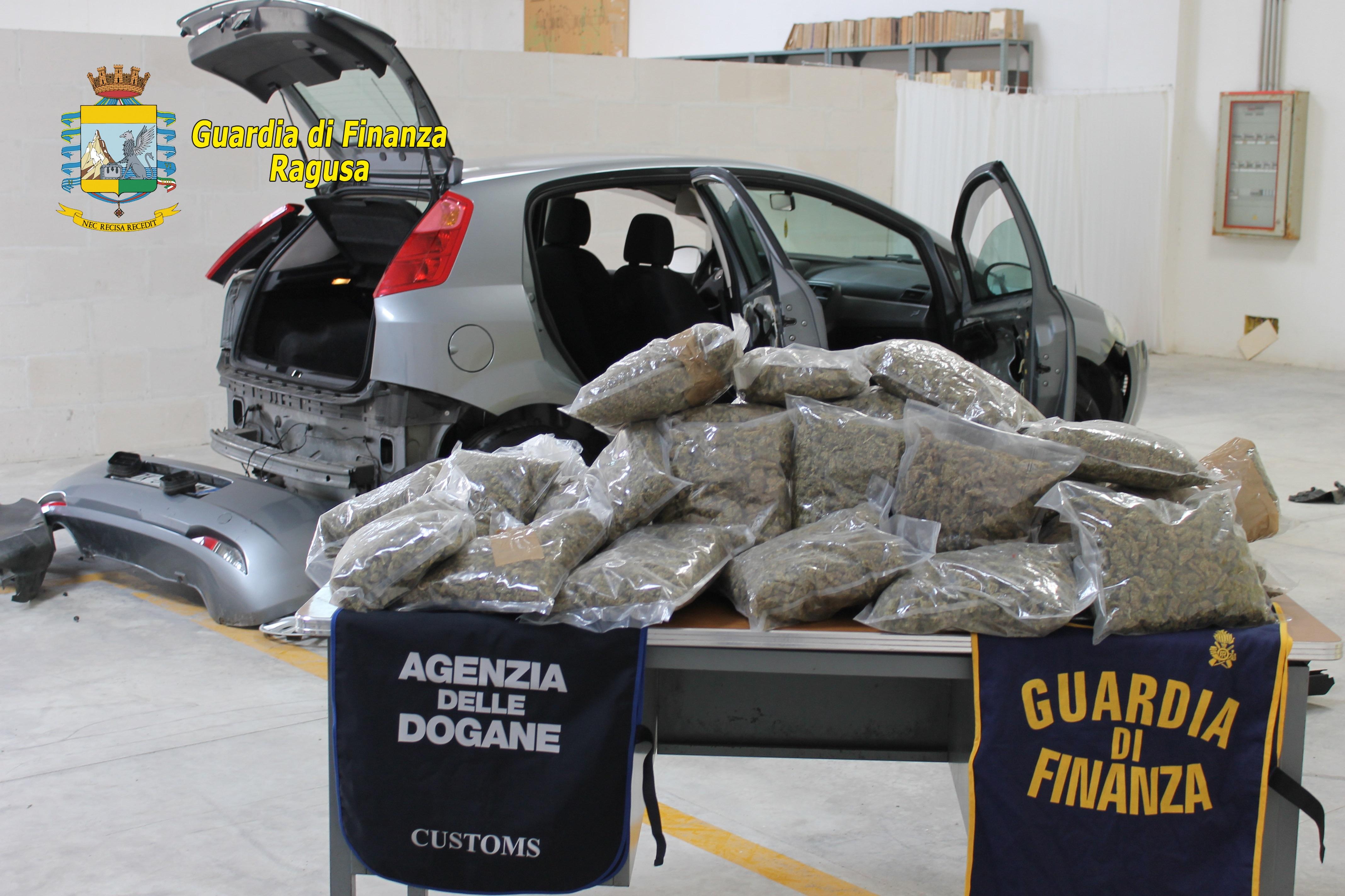 Trasportava 13 chili di marijuana: arrestato 55enne catanese