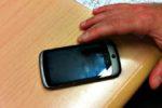 Gioca con il cellulare per ore e perde il figlio di 5 anni: incredibile storia di dipendenza dalla tecnologia