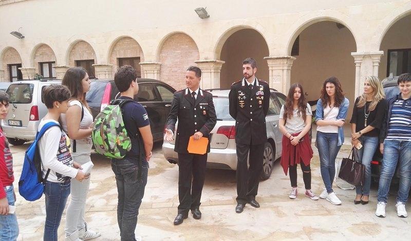 """Siracusa: alunni del """"Rizza"""" e i carabinieri ricordano Peppino Impastato"""