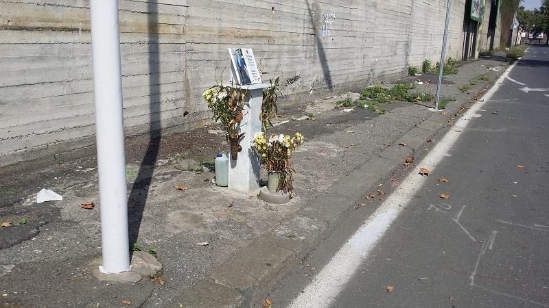L'anarchia del dolore. Catania è un cimitero diffuso, altarini e lapidi ovunque