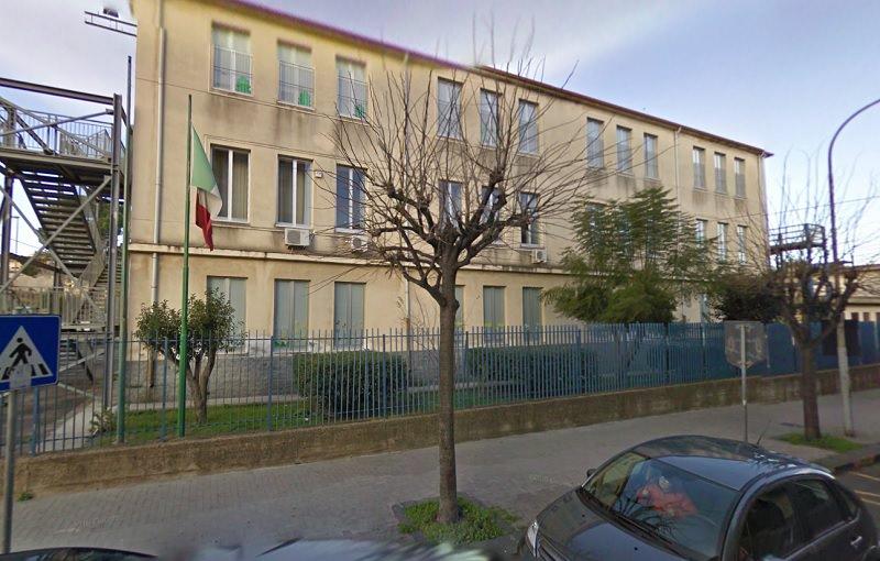 """Intossicazione all'Alcide De Gasperi: """"Ho chiamato subito i genitori"""". Il sindaco resta in attesa"""