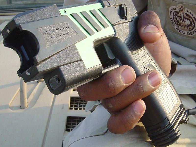 Pistole elettriche in dotazione alle forze dell'ordine: Catania scelta tra le 6 città-test
