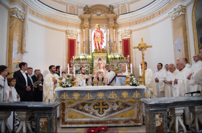 Folla di fedeli ad Aci Trezza per la consacrazione della chiesa madre