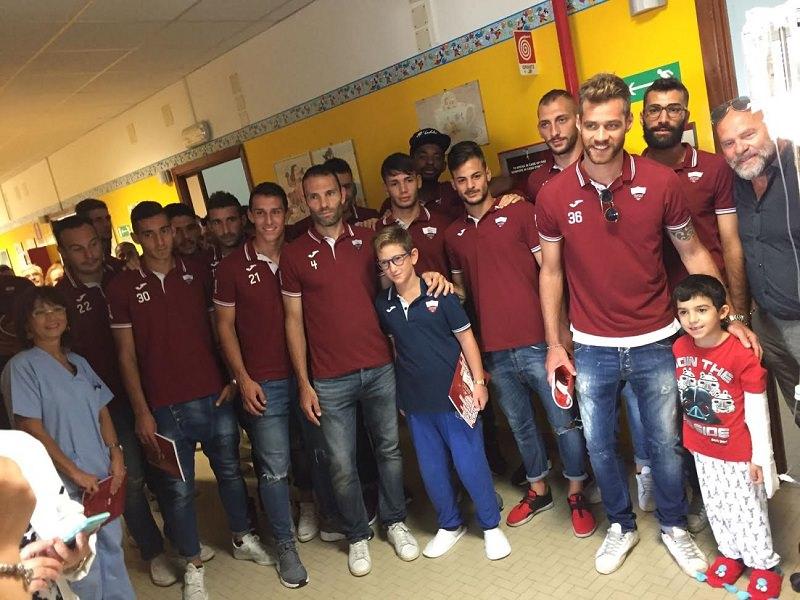 Trapani Calcio in visita al reparto di Pediatria dell'ospedale S. Antonio Abate