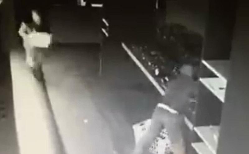 Scasso da Angiolucci: il VIDEO del furto