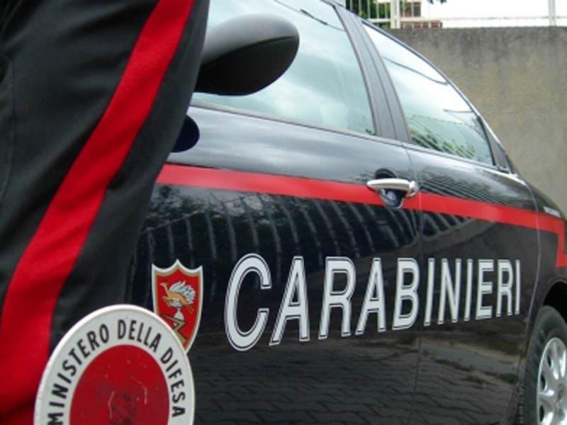 Donna precipita dal balcone: in atto le indagini dei carabinieri