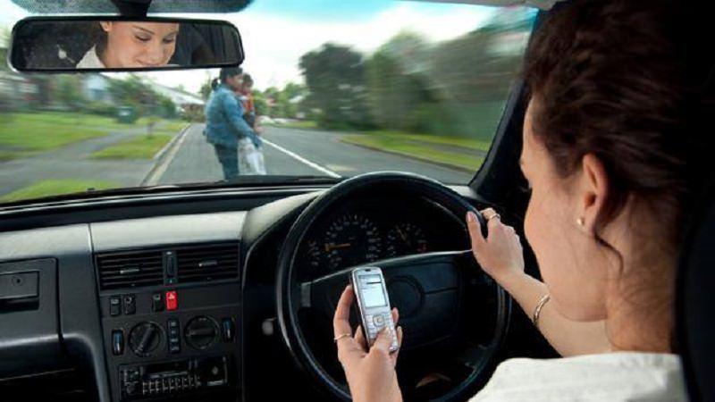 Cellulari causano incidenti più della velocità e dell'ubriachezza: la denuncia