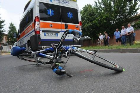 Incidente mortale sulla Provinciale, ciclista travolto da mezzo pesante