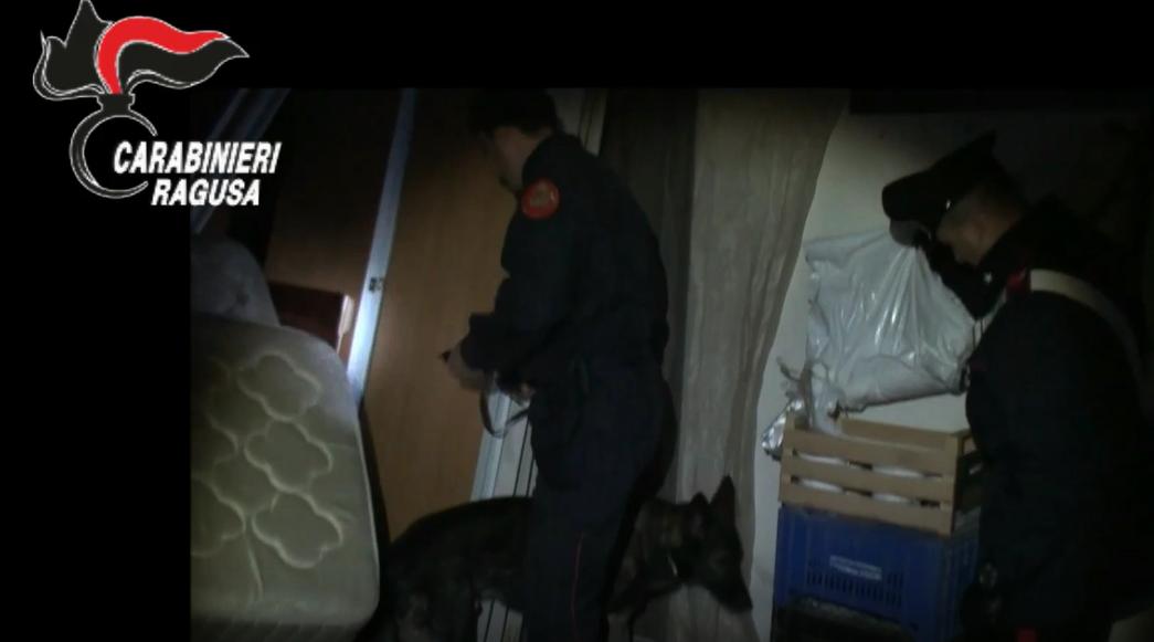 """Armi e """"coca"""" a Ragusa: maxi operazione antidroga, 21 arresti. IL VIDEO"""