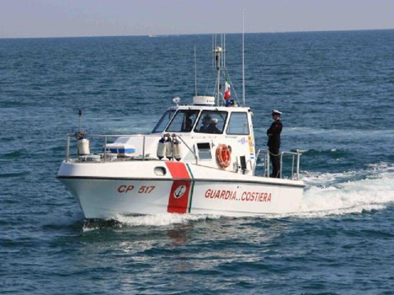 Lampedusa: soccorsi sei tunisini su una barchetta in legno