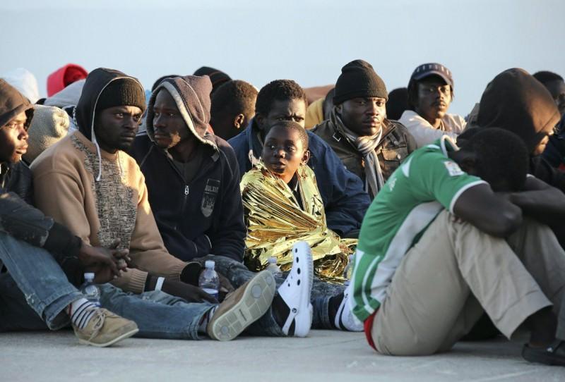 Avvio procedura veloce per trovare nave-quarantena per migranti positivi: pronto eventuale piano B