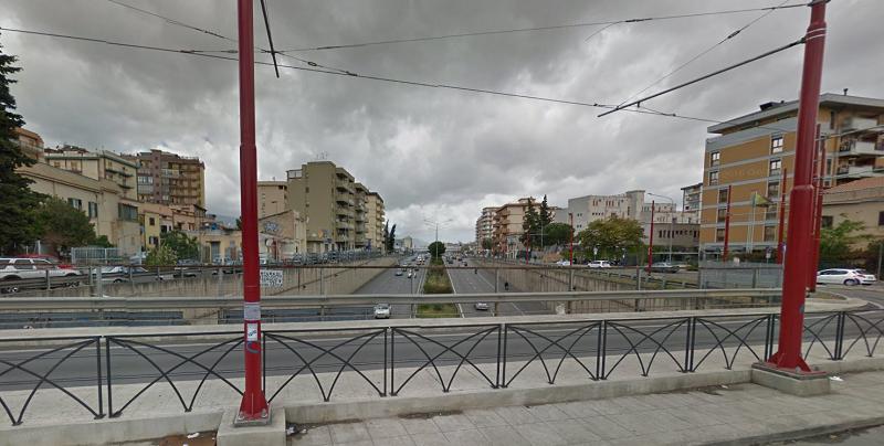 Decide di farla finita e si lancia dal ponte in Corso Calatafimi: muore 30enne