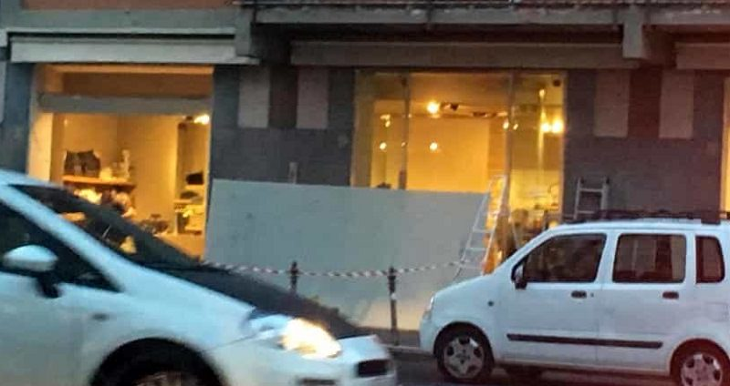Catania: svaligiato negozio di moda in corso Italia