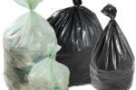 Siringhe, pannoloni e scatole di medicinali buttati in strada: denuncia a titolare casa di riposo