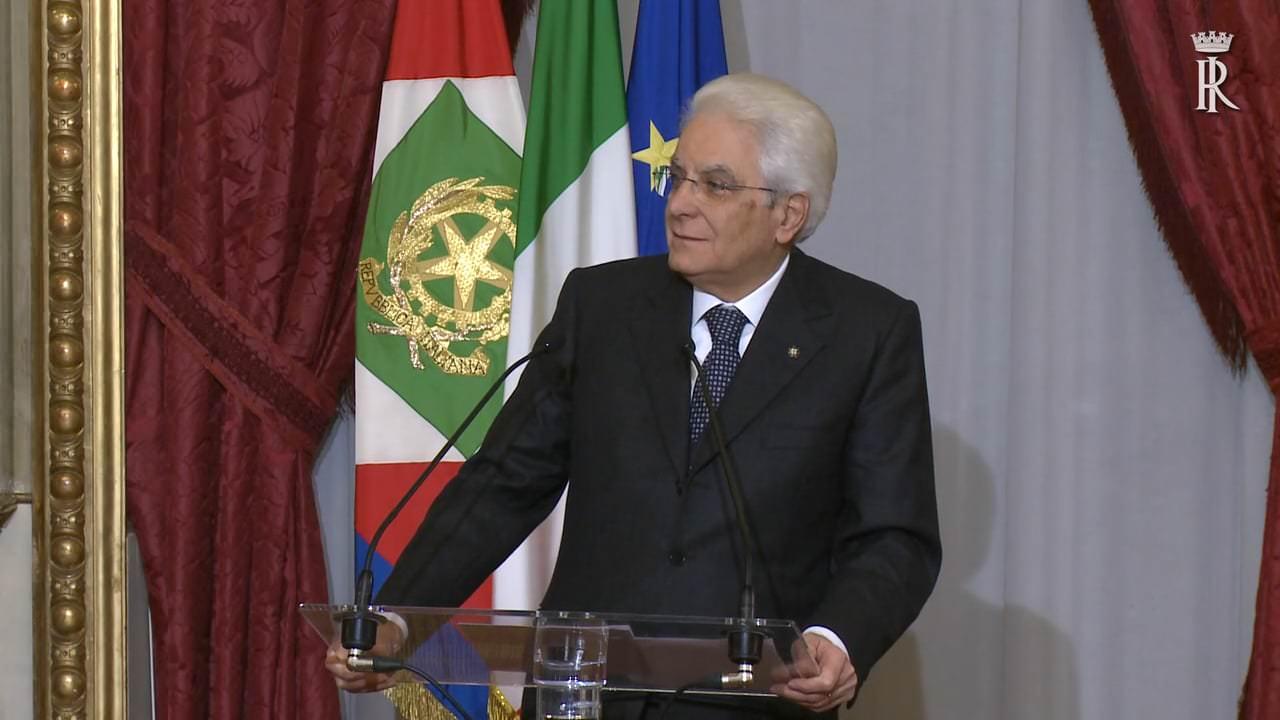 """""""Le scuole chiuse sono una ferita per tutti"""", Mattarella si rivolge ai giovani studenti italiani"""