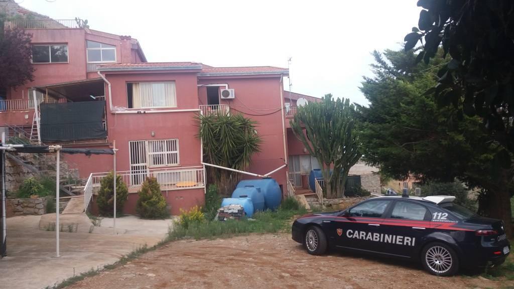 Coltivavano piantagione in villa sequestrata: arrestati due palermitani