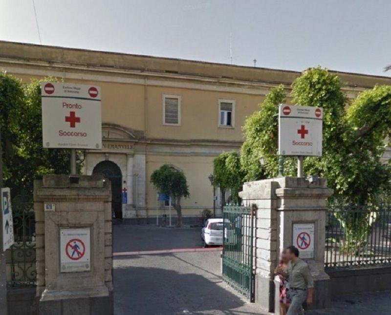 Sarebbe stata un'impennata a costare la vita al 16enne morto in via Duca D'Aosta. Caos al pronto soccorso del Vittorio Emanuele