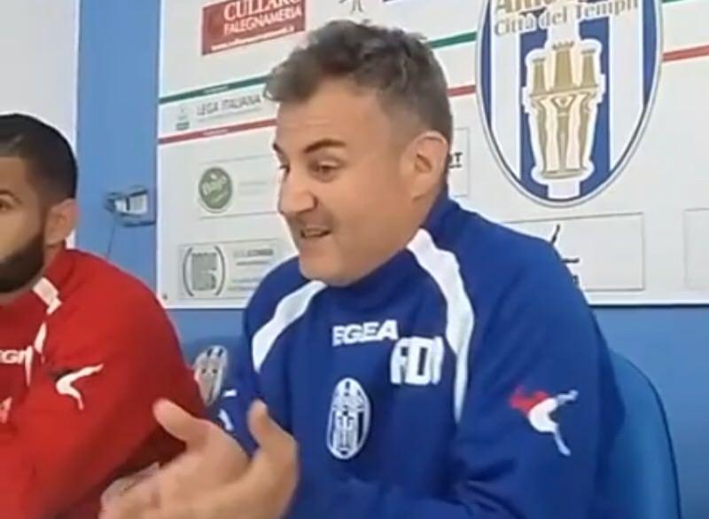 Akragas, che tensione! Di Napoli litiga con un giornalista e lascia la sala stampa