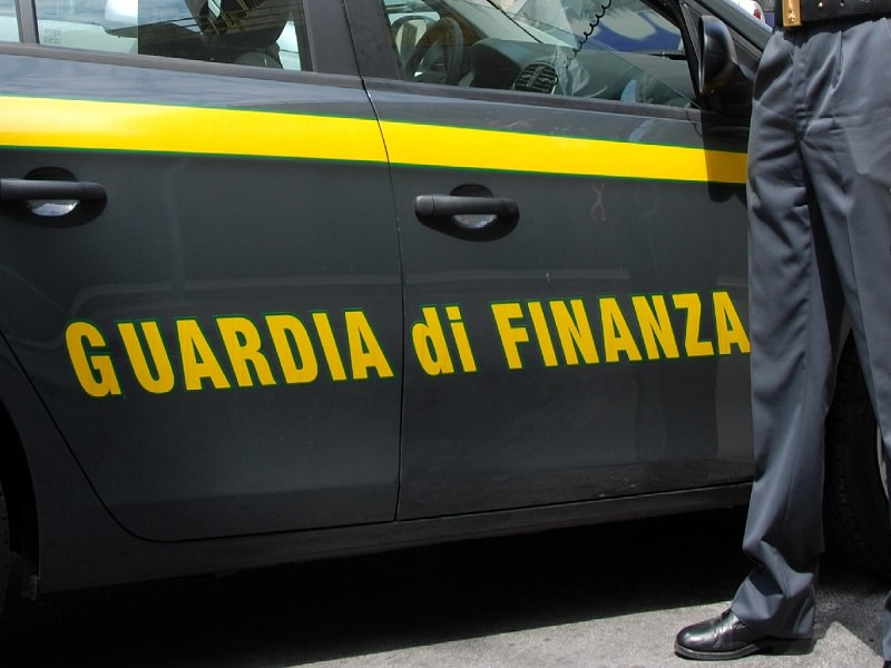 Favignana, ladro recidivo con coltello: prima ai domiciliari poi in carcere