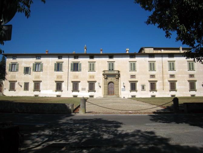 """""""Troppi anglicismi e abbandonando della lingua italiana"""": l'appello dell'Accademia della Crusca"""