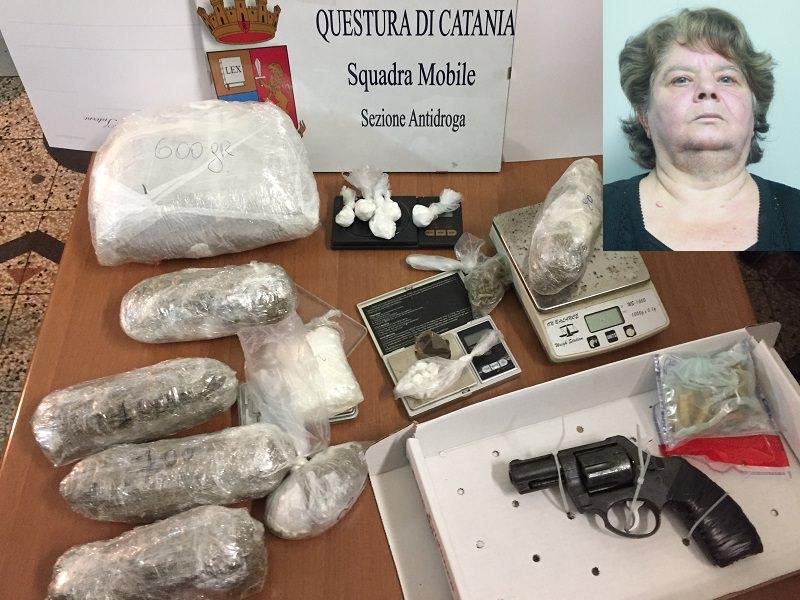 """Catania, arrestata """"la signora della droga"""": in casa armi e stupefacenti di ogni tipo"""