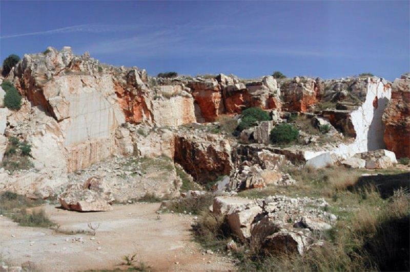 Esplosione in una cava di marmo: gravissimi due operai
