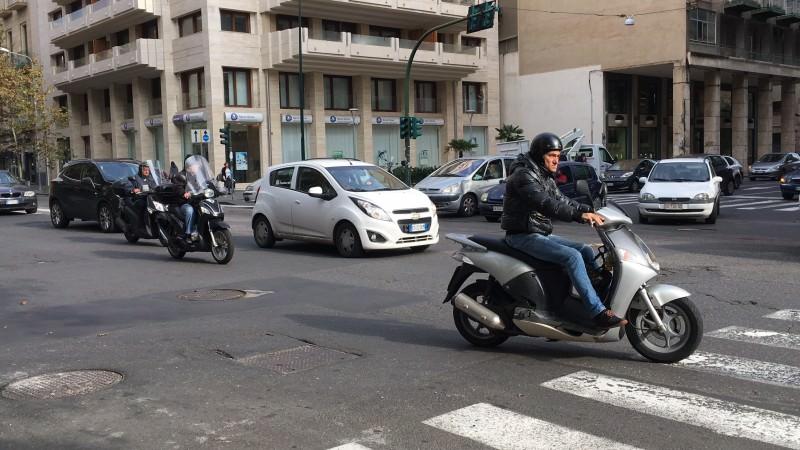 Guasto dei semafori tra viale Vittorio Veneto e via Gabriele D'Annunzio, giorno 3: è caos