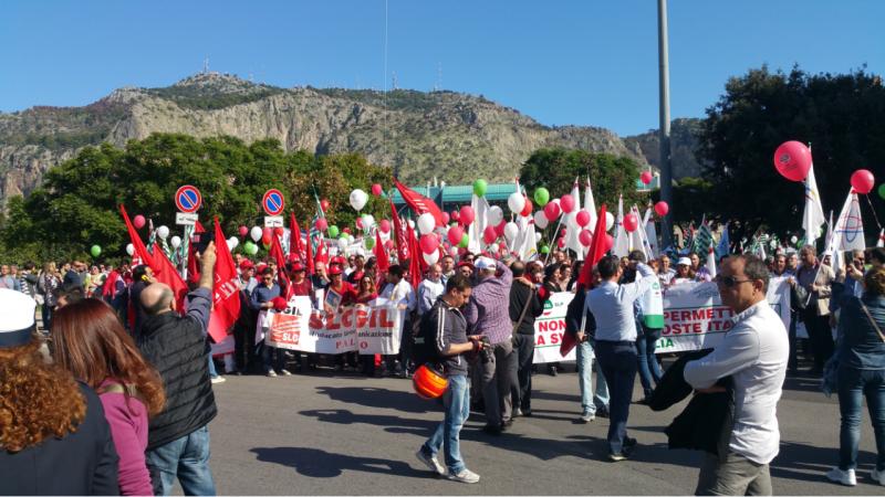 Poste, oggi a Palermo 3500 lavoratori in piazza contro il piano di privatizzazione