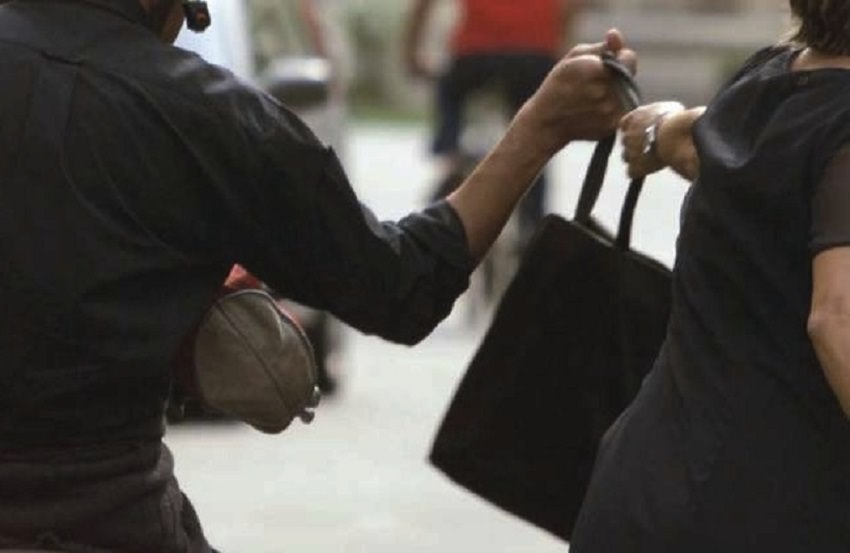 Catania, anziana vittima di scippo in viale Ionio: 48enne arrestato mentre passeggiata con i soldi rubati