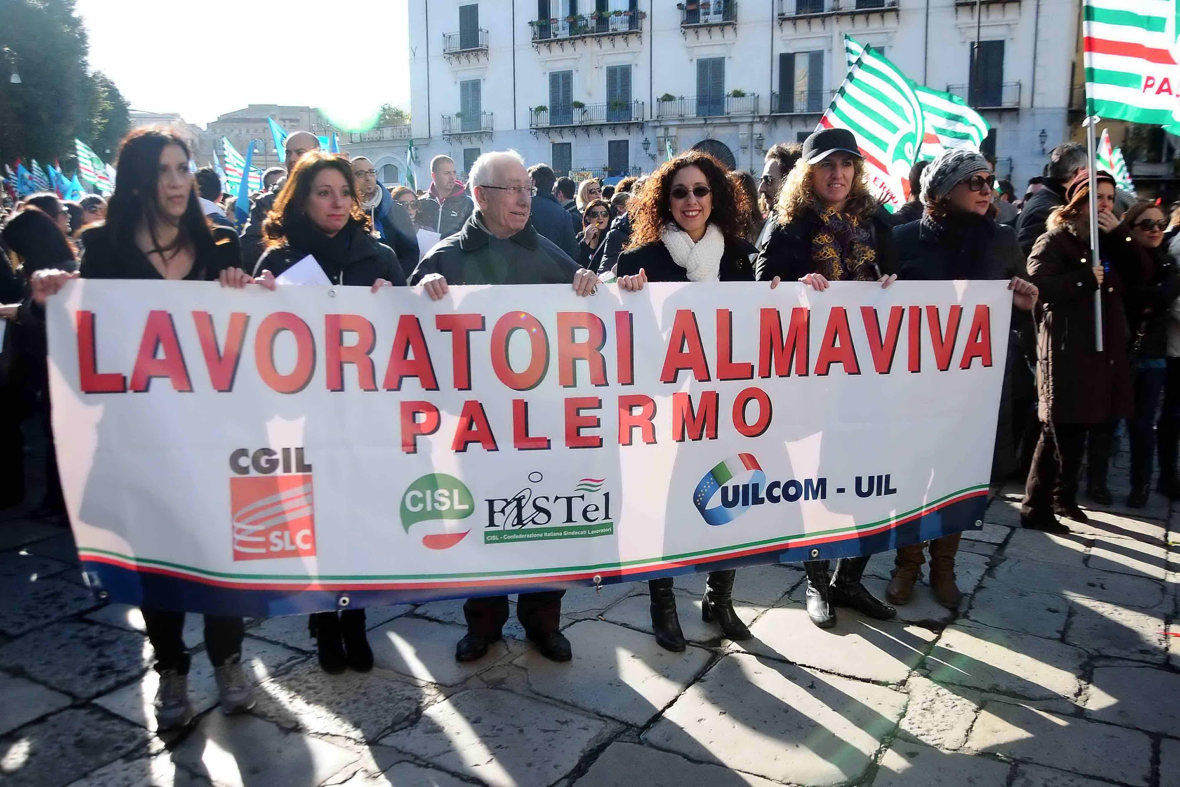 """Almaviva conferma i trasferimenti, Vella: """"lavoratori destinati al licenziamento"""""""