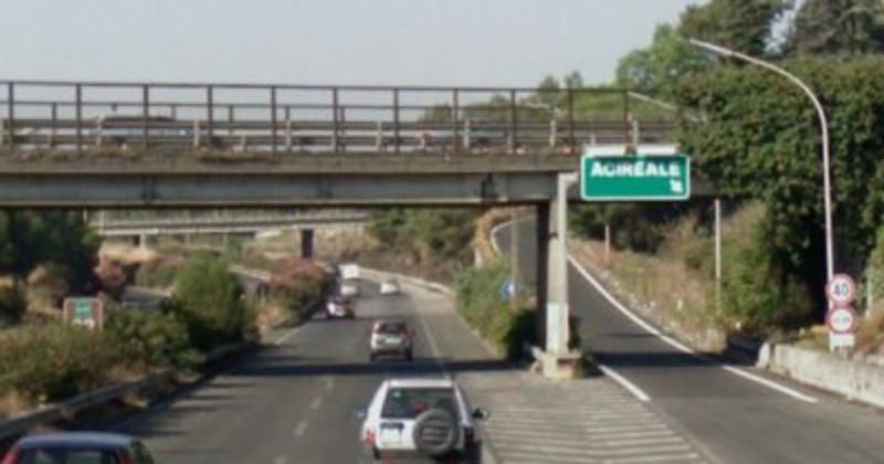 Incidente sulla A18 all'altezza di Acireale, due veicoli coinvolti e lunghe code