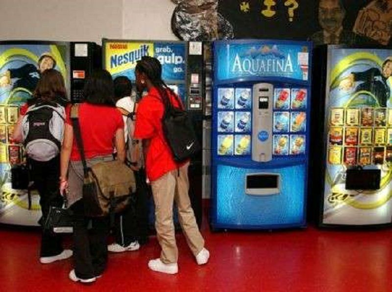 Mercato nero di merendine a scuola: studente sospeso