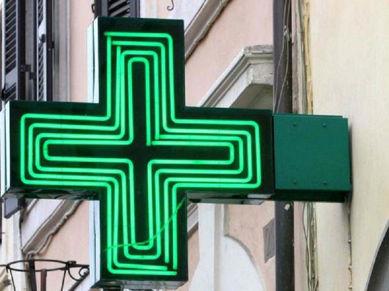 Rapina in via della Concordia: entrano in farmacia e portano via la cassa
