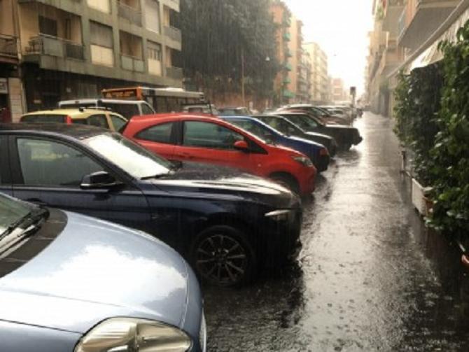 Catania, bomba d'acqua improvvisa con pioggia e grandine: il maltempo persisterà per altre 48 ore