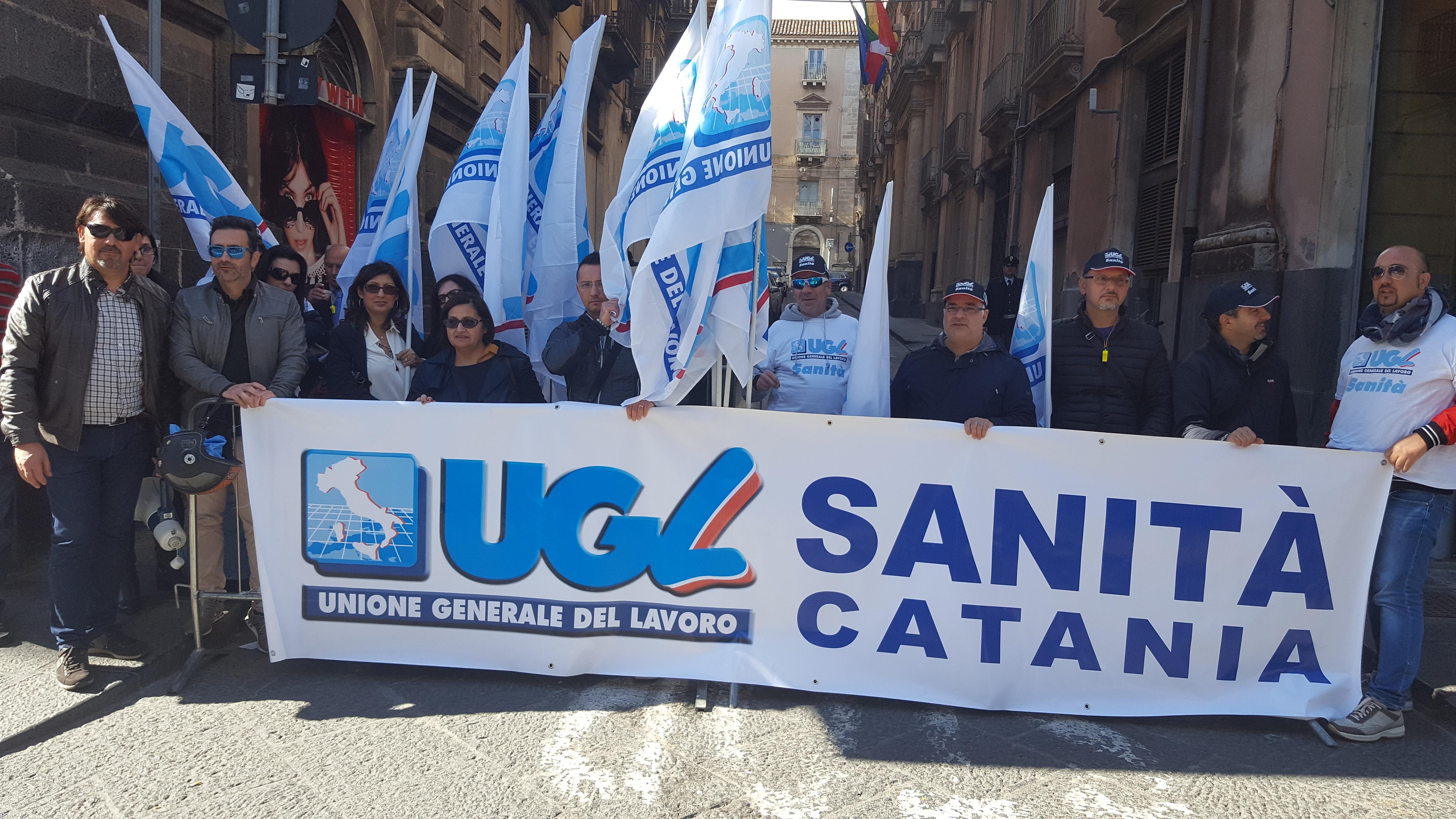 """Sit-in dei lavoratori del Centro catanese di medicina, """"fermate i licenziamenti"""""""