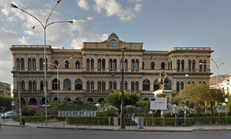 """""""Ci sono uomini che trasportano esplosivo"""", paura alla stazione di Palermo"""