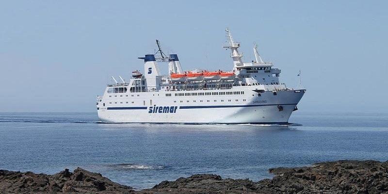 """Raffiche di vento a Lampedusa, disagi per il traghetto """"Veronese"""""""
