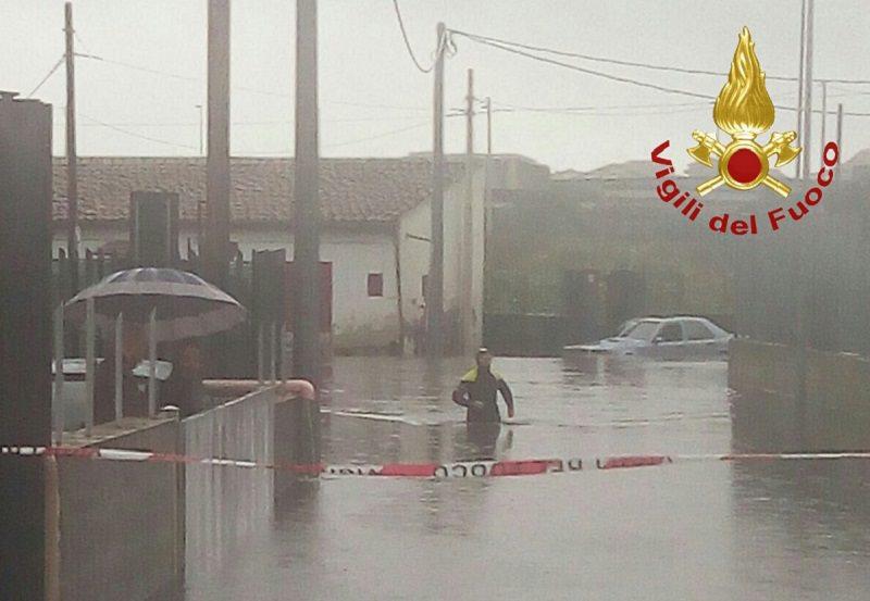 Catania nella morsa del maltempo, auto bloccate: ambulanza impantanata a Paternò, richieste di soccorso da diverse zone