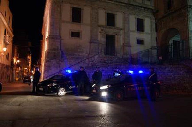 Va dai carabinieri e li aggredisce con calci e pugni: arrestata 35enne