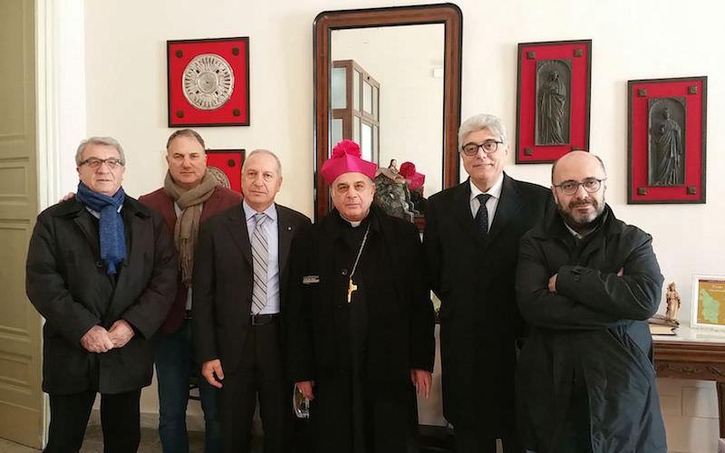 La povertà aumenta: i sindacati catanesi chiedono aiuto a monsignor Gristina