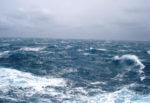 Dramma in mare, uomo della Guardia Costiera si tuffa per salvare due ragazzi: è disperso