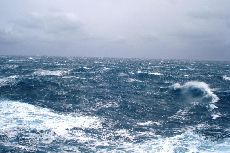 Ritrovati cento chili di marijuana che galleggiavano in mare a Vaccarizzo