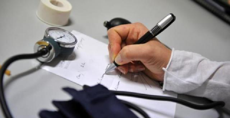Medico preso a pugni da paziente: timpano perforato e perdita dell'udito