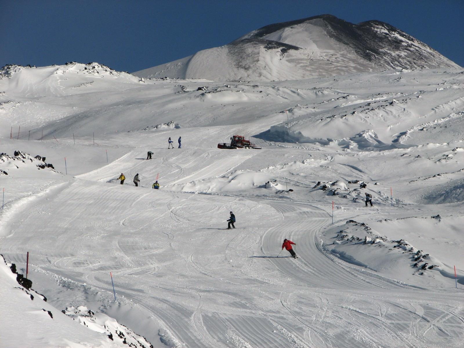 Grande spavento sulla neve: 14enne si schianta fuori pista
