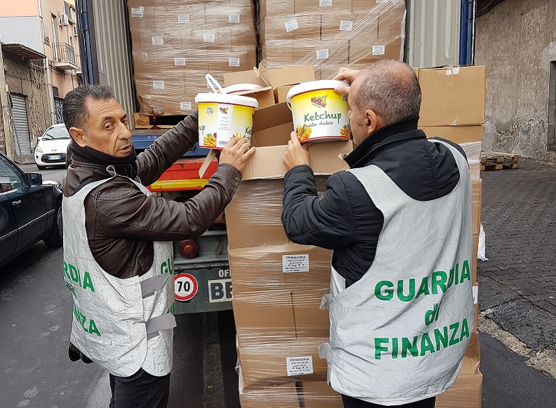 Sequestrate 15 tonnellate di ketchup turco spacciato per italiano: denunciato catanese