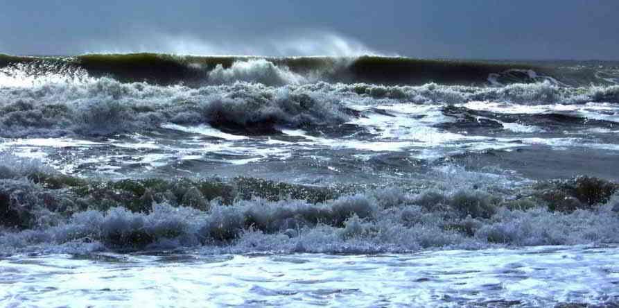 """Cade dalla barca e viene """"inghiottito"""" dal mare, disperso 66enne"""