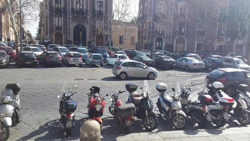 """La """"mission impossible"""" del parcheggio per gli studenti catanesi"""
