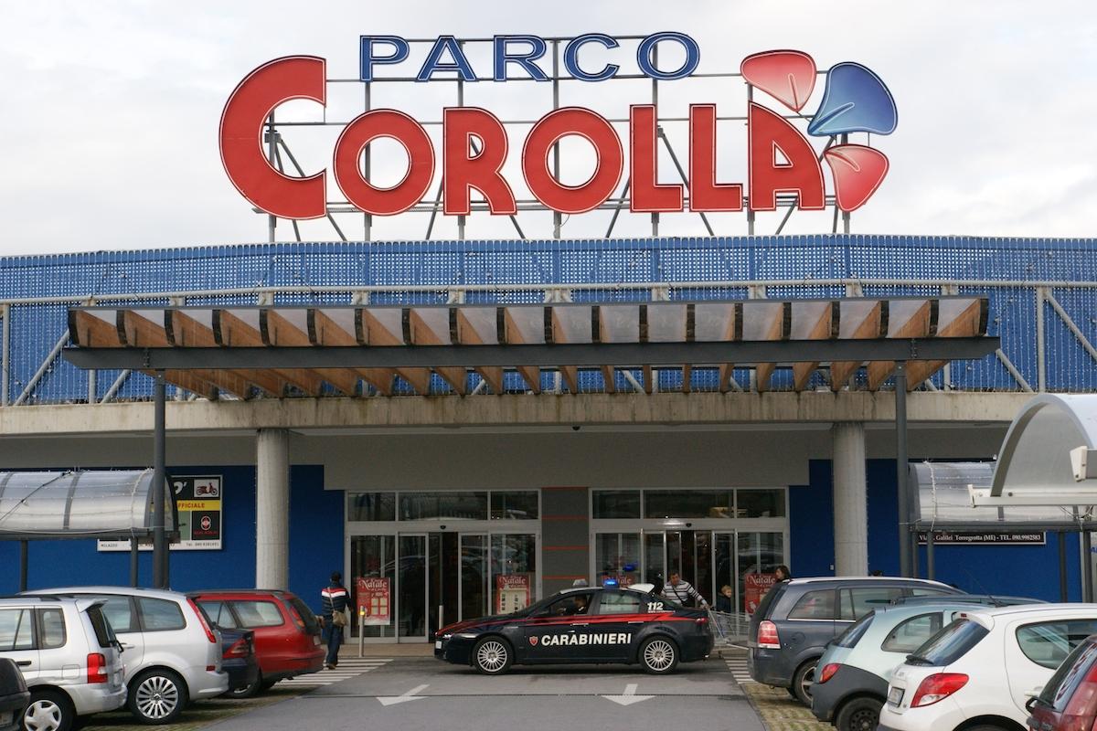 """Rubavano all'interno dei negozi del """"Parco Corolla"""", arrestata coppia di rumeni"""