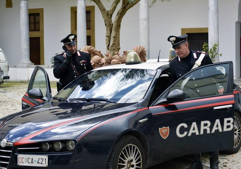 Prova a buttarsi dal quinto piano: 17enne gambiano salvato dai carabinieri