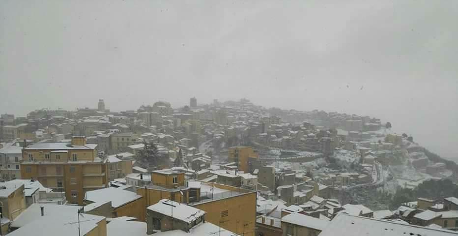 Meteo Sicilia, ancora freddo e pioggia: crollano le temperature, neve anche a basse quote – LE PREVISIONI
